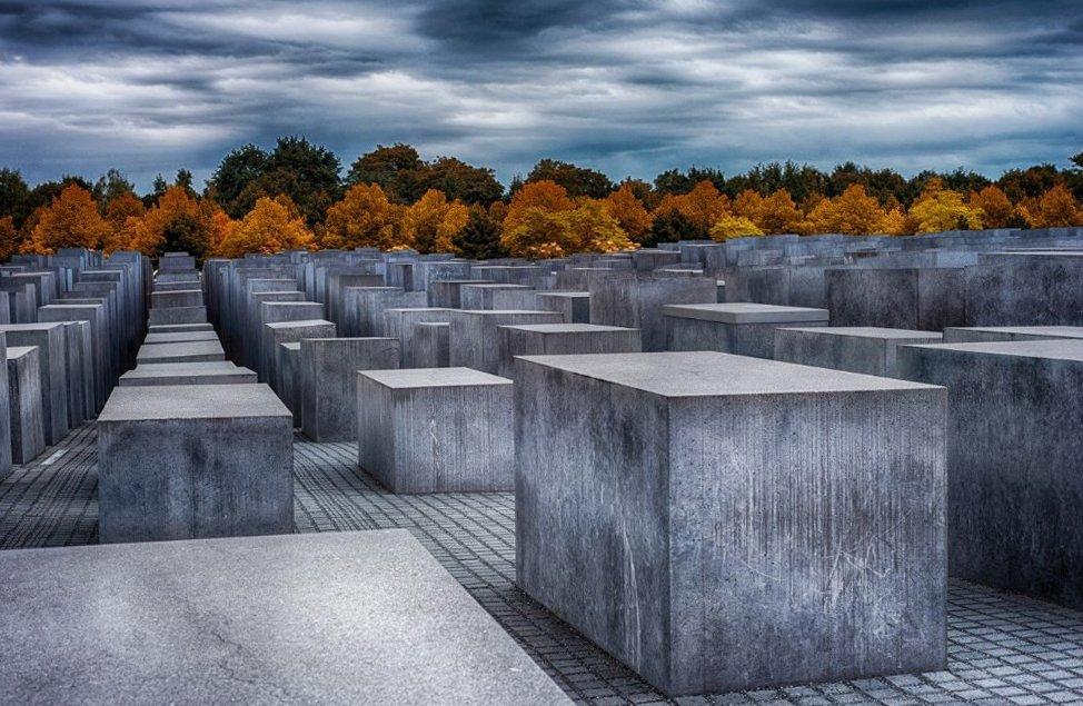 Что посмотреть в Берлине? Мемориал жертвам холокоста