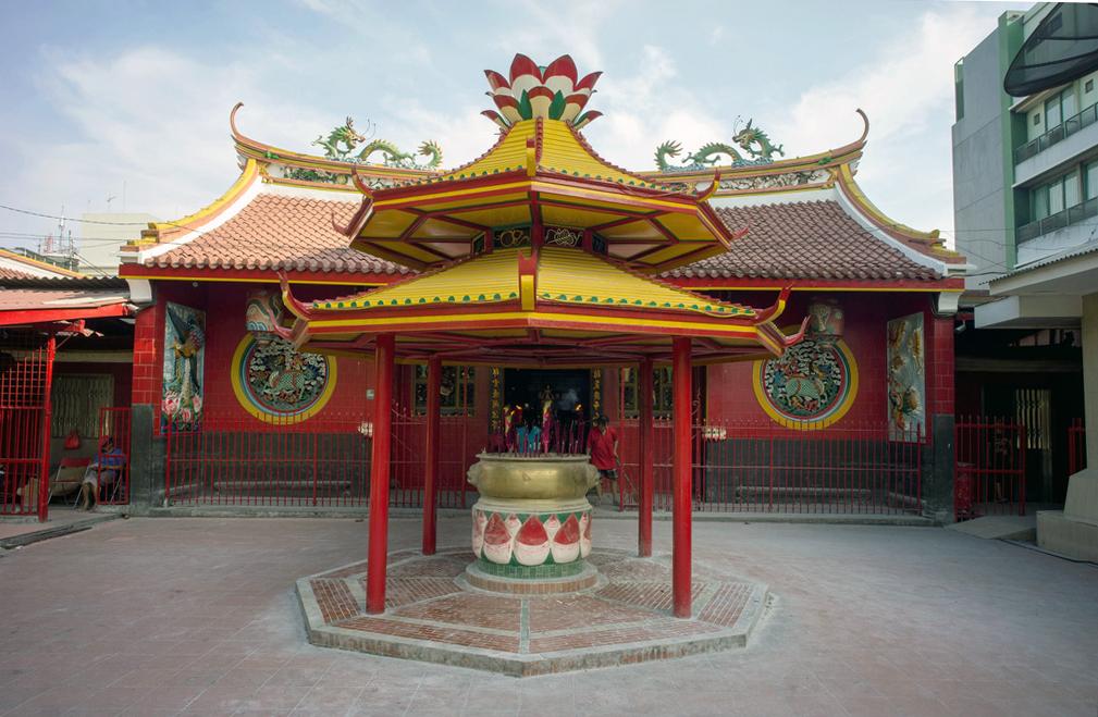 Что посмотреть в Джакарте? Храм Цзинэ-Юань