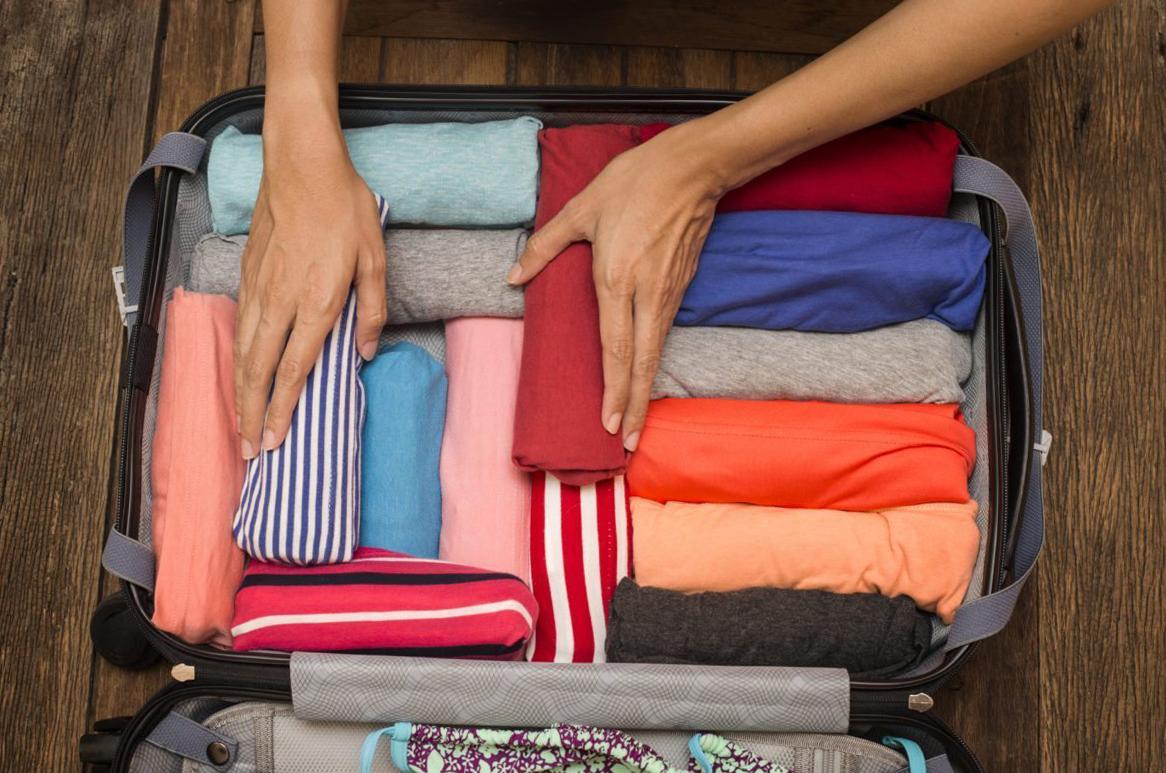 Как складывать одежду в рюкзак? Сворачивание одежды рулонами
