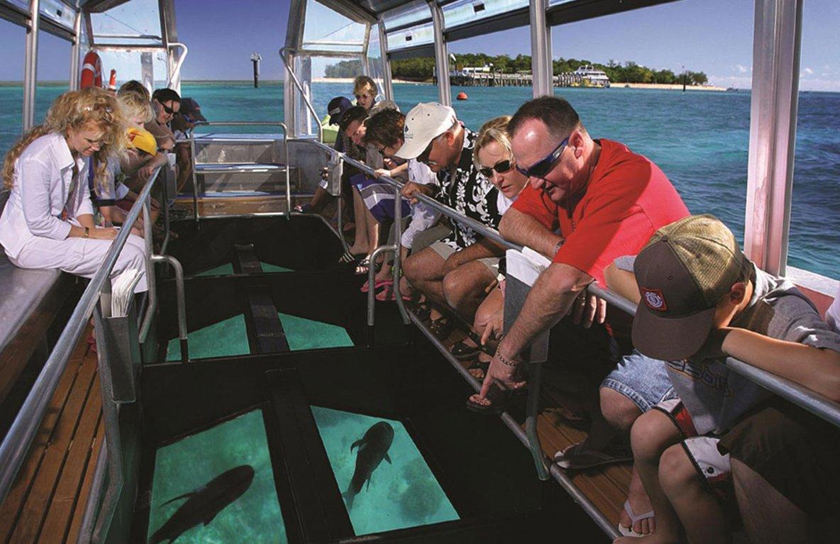 Что посмотреть на островах Гили? Лодка с прозрачным днищем