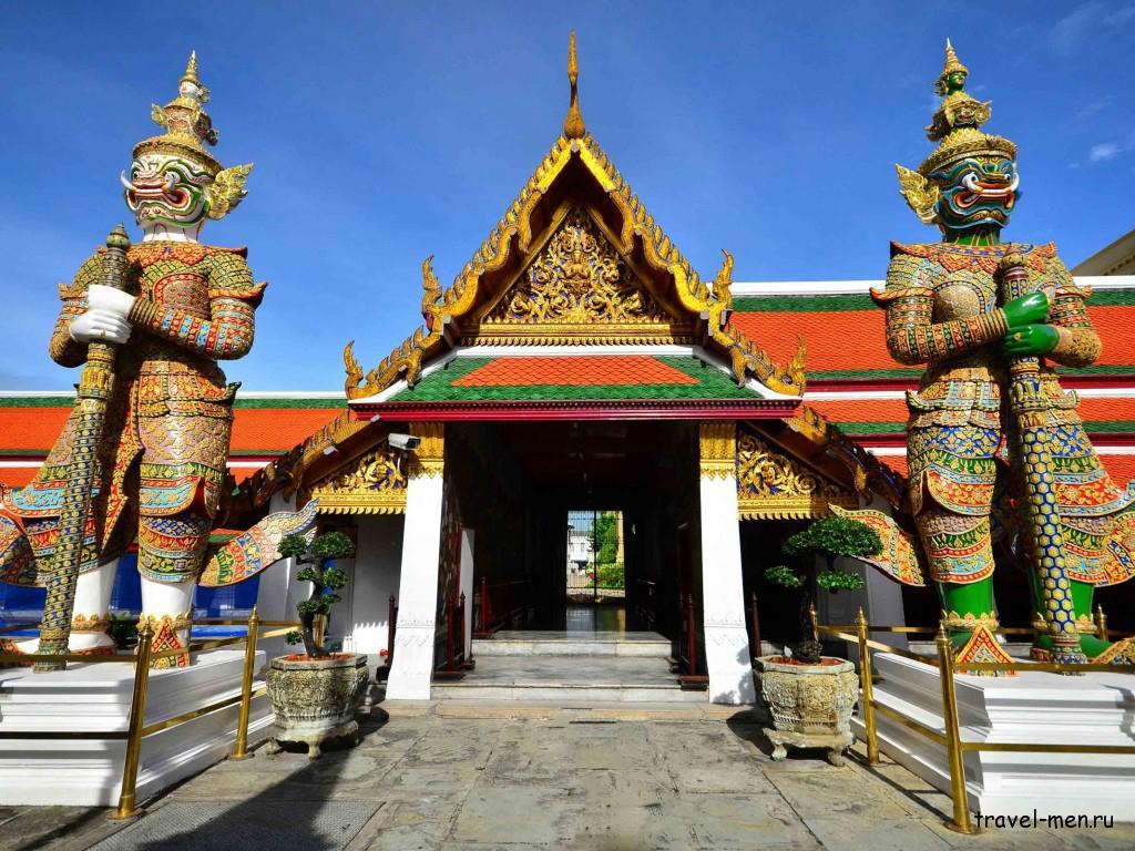 Что посмотреть в Бангкоке? Храм изумрудного Будды