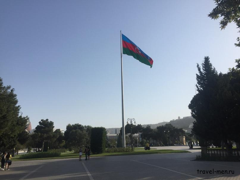 Остановка в Баку. «Мини» флаг Азербайджана