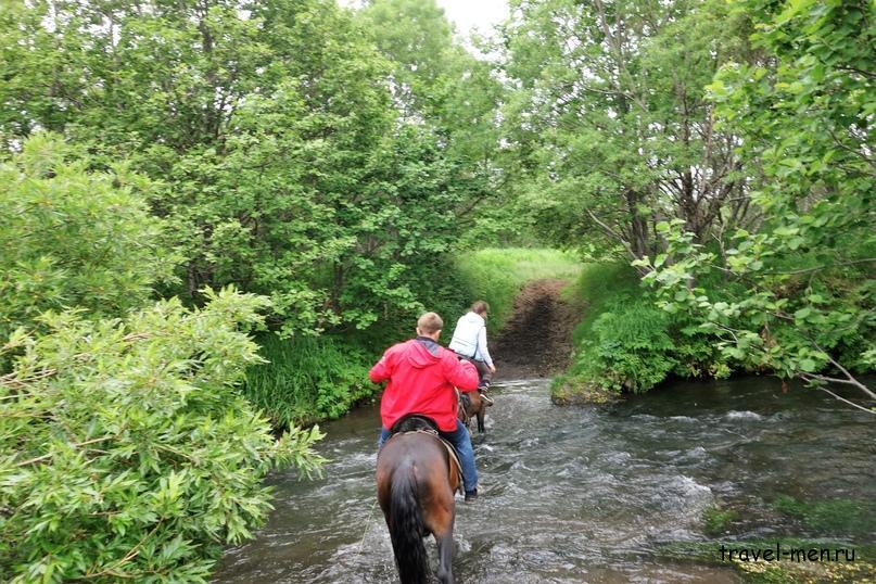 Конные прогулки. Форсирование рек