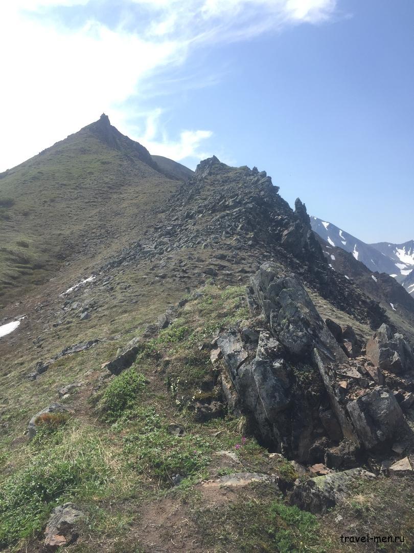 Поход в горы. Хребет