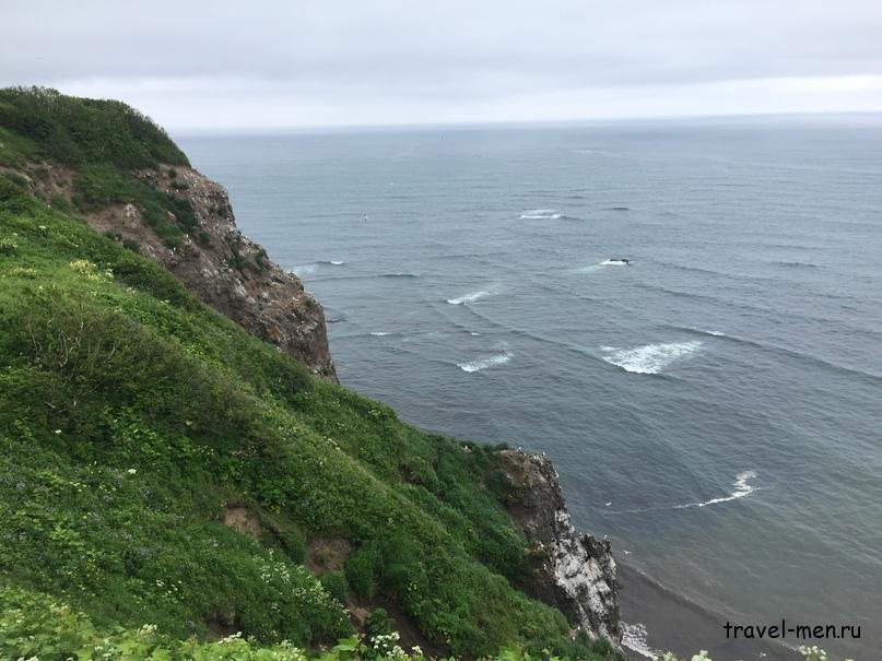 Маяк и крабы. Тихий Океан